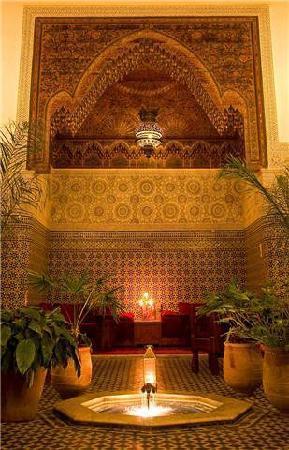 Dar Roumana: Dining under the bartal