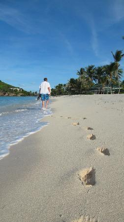 Palm Island Resort & Spa: Footsteps in the sand