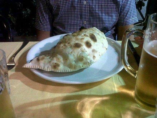 La Piazzetta de Trastevere : Calzone!!