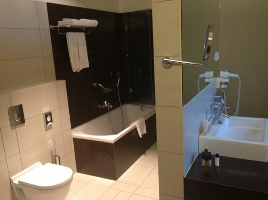 Buda Castle Fashion Hotel: View of a suite bathroom 