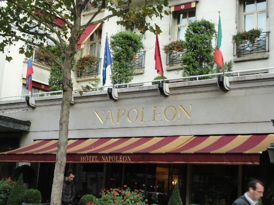 Hotel Napoleon Paris: Vista de frente