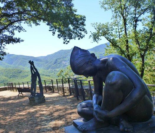 Caprese Michelangelo, إيطاليا: Parco circostante museo 