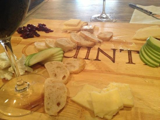 Red Red Wine Bar: great cheese selection with quintessa
