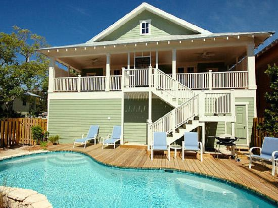 Anna Maria Guest Houses: Private, fenced in backyards