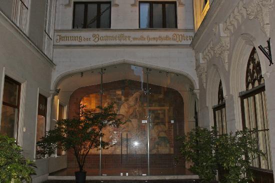 Hotel Austria : Calle de ingreso al hotel