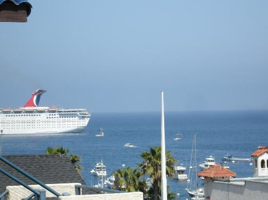 Seaport Village Inn: What a View - Cruise ship visits.