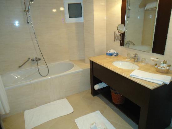 فندق سندباد: bathroom 