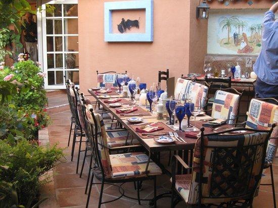 Amanhavis Hotel & Restaurant: table set for dinner