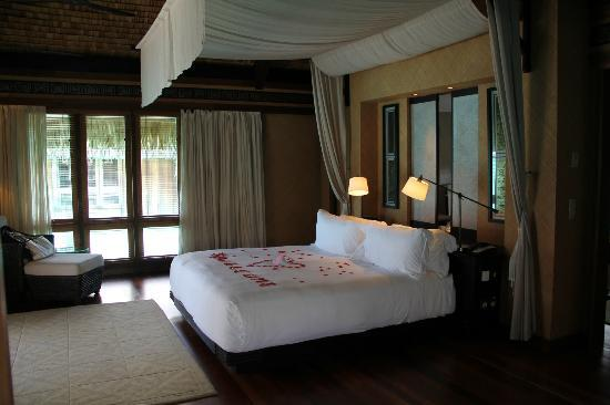 The St. Regis Bora Bora Resort: Bedroom