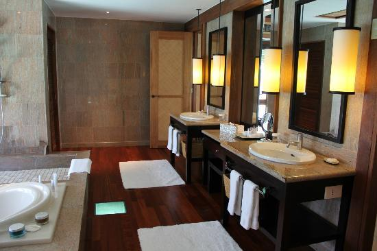 The St. Regis Bora Bora Resort: Villa Bathroom