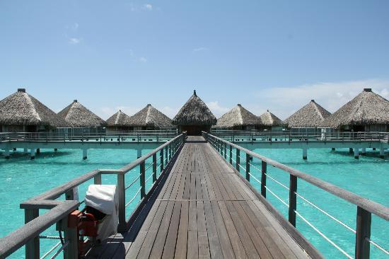 The St. Regis Bora Bora Resort: Villas