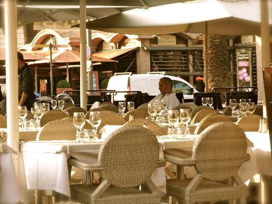 Aragon Hotel : Le Grand cafe La Paix