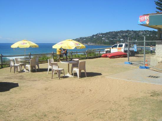 Palm Beach: Tables outside the surf club