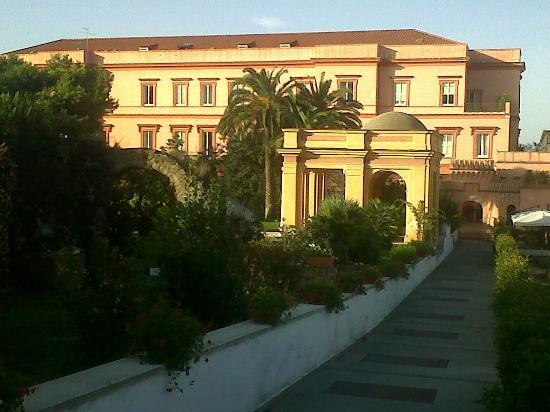 ميجليو دورو بارك هوتل: Vista Hotel dal parco