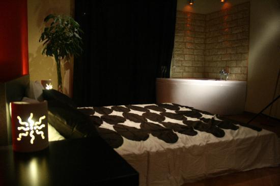 Bed and Breakfast H501 : Suite con bagno in camera e vasca da bagno a vista
