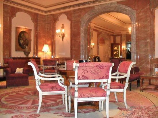 Regent Berlin : The hotel lobby