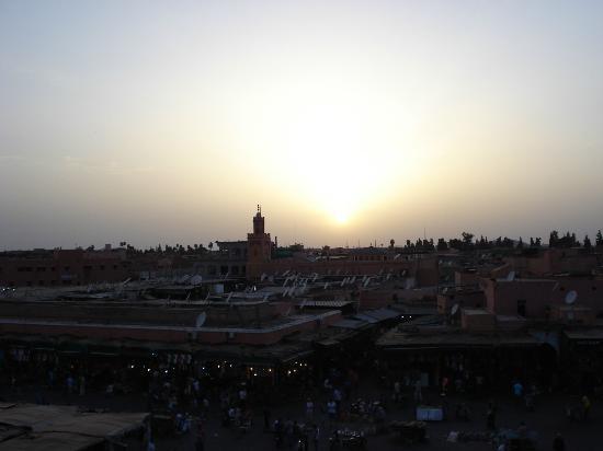 Riad Tamarrakecht: Tramonto su piazza Jama El Fnaa