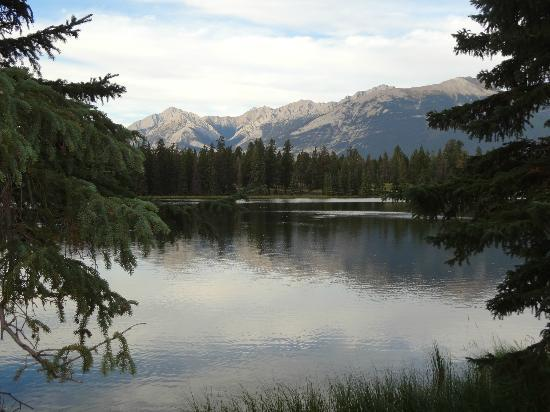 Fairmont Jasper Park Lodge: Lake Mildred