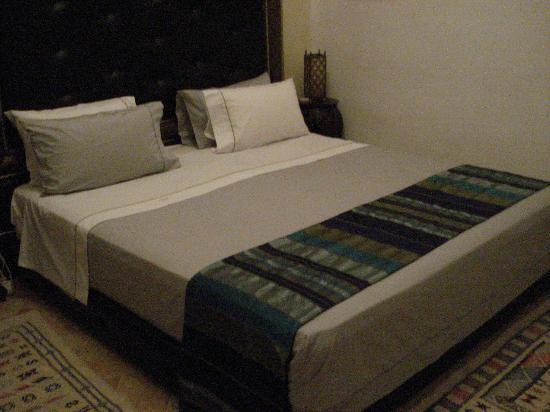 Riad Tamarrakecht: Il letto con le coperte tipiche