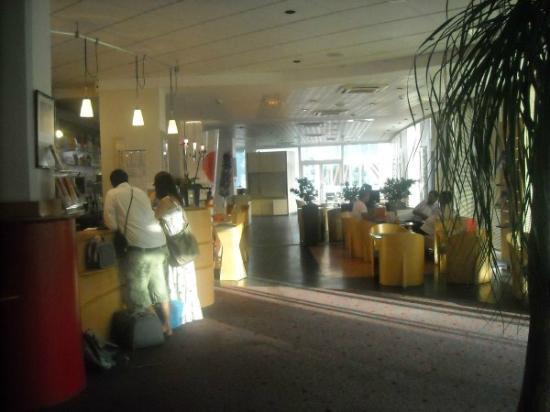 Hotel Ibis Martigues : hall