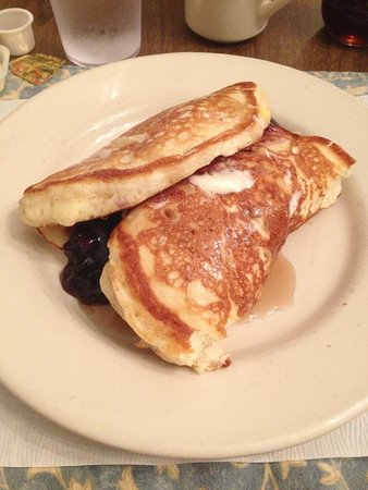 Old Chickahominy House: Outstanding pancakes w/fruit