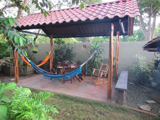 Cafe Limon Hotel: Rear of garden
