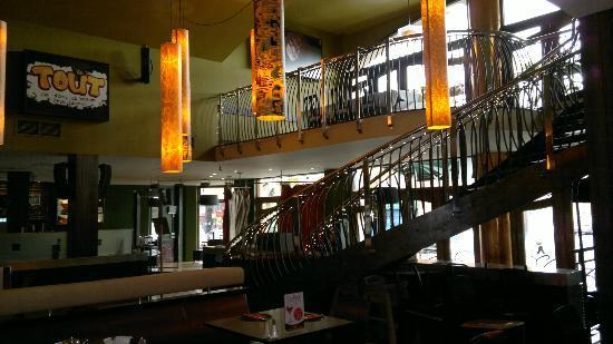 Madison's Hotel: parte del salón comedor y del salón nocturno