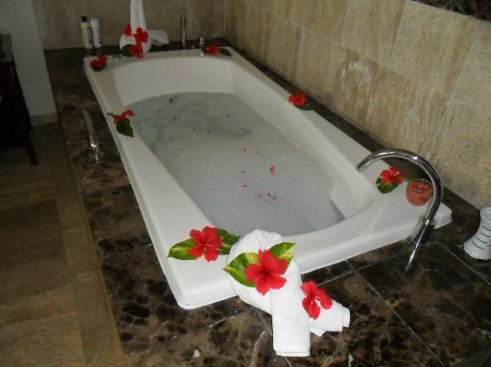 The Royal Suites Turquesa by Palladium: Spa Bath