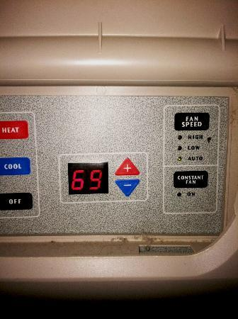 Hampton Inn & Suites Mahwah: Heater/AC has a constant speed fan option