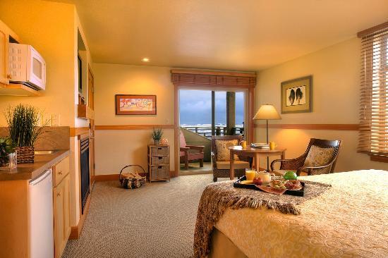 The Ocean Lodge Corner Queen Room With View