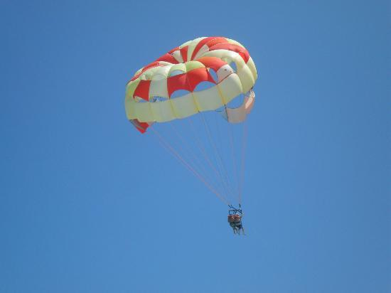 The Royal Suites Turquesa by Palladium: Parasailing