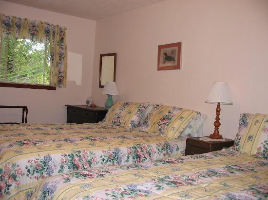 A Tamarack House: Bedroom