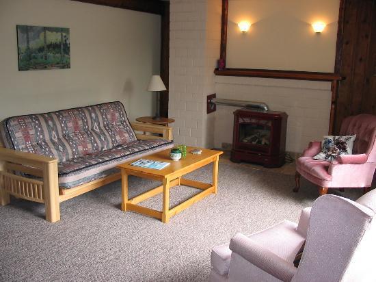 A Tamarack House: Living Room