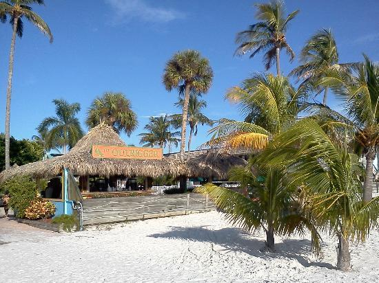 Outrigger Tiki Bar and Deckside Cafe: Beach Bar