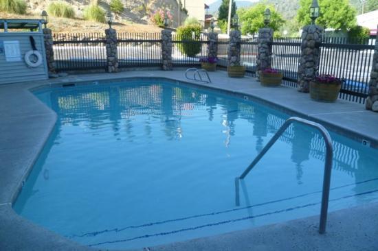 Yosemite Southgate Hotel & Suites: piscine