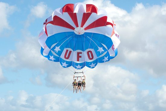 UFO Parasail: Stars & Stripes Chutes fly high!