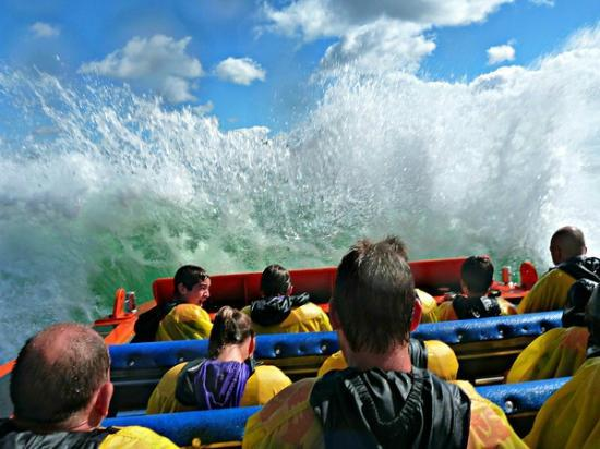 Saute-Moutons Jet Boating: Big waves=lots of fun!