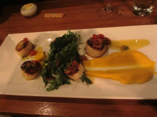 Kitchen Galerie Restaurant: Scallops..hmm something..something they reccommend