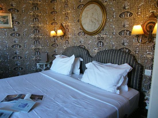 Hotel des Grands Hommes: our bed