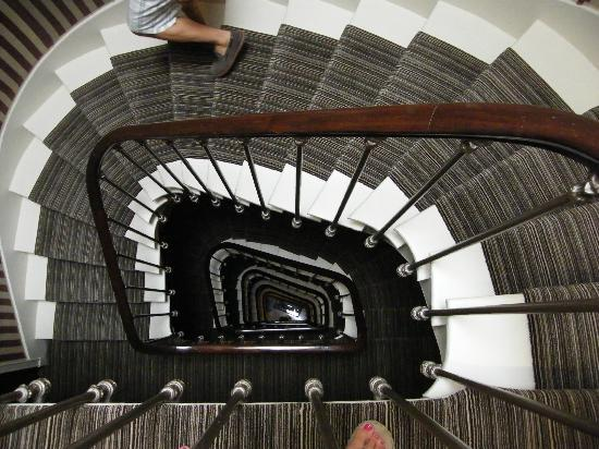 Hotel des Grands Hommes: hotel steps