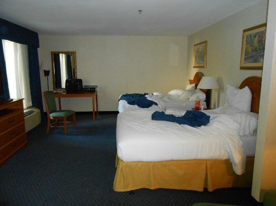 Holiday Inn Express Cherokee/Casino: Suite