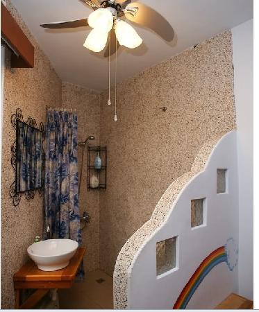 Hawaii Style Inn : 上下床2人小套房或1人迷你小套房衛浴
