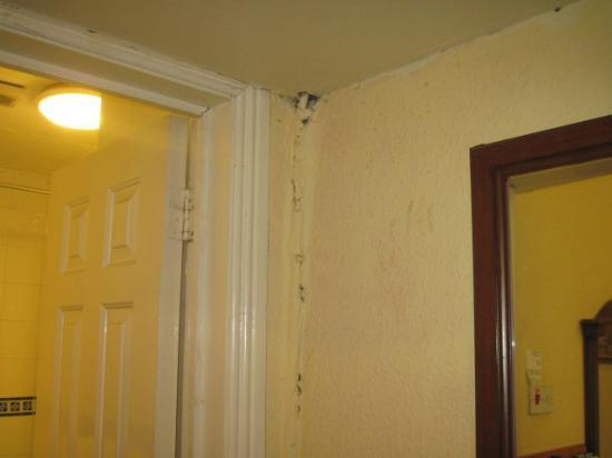 My Place Dublin Hotel: Painted over wire stuck in dorner