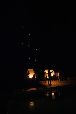 Podere Finerri: Releasing the wish lanterns!