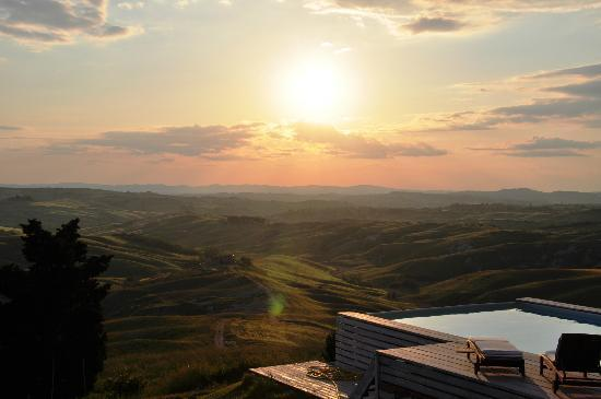 Podere Finerri: Stunning sunset and views