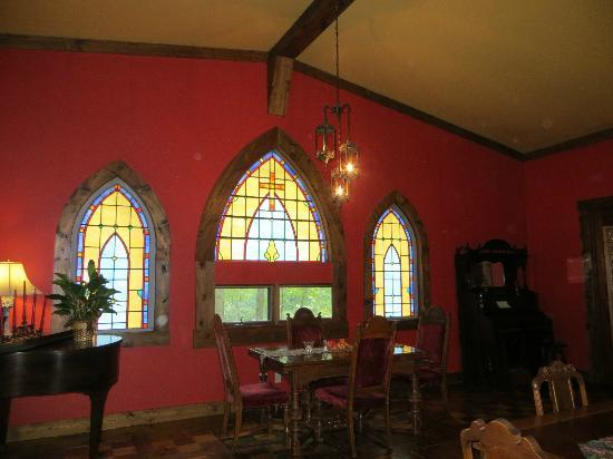 Ravenwood Castle: dining area