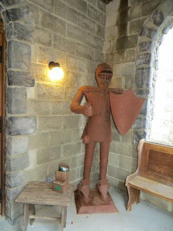 Ravenwood Castle: entry to caslte 