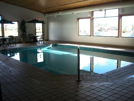 Econo Lodge Near Miller Hill Mall: pool