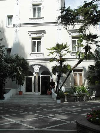 Hotel Excelsior Parco: Front of hotel