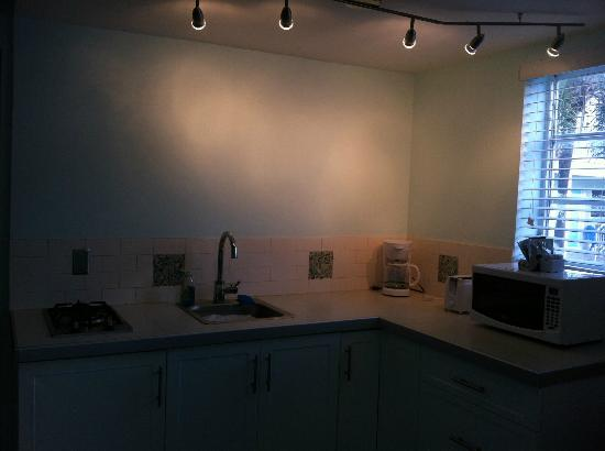 Hollywood Beachside Boutique Suites: My kitchen that I didn't get to use